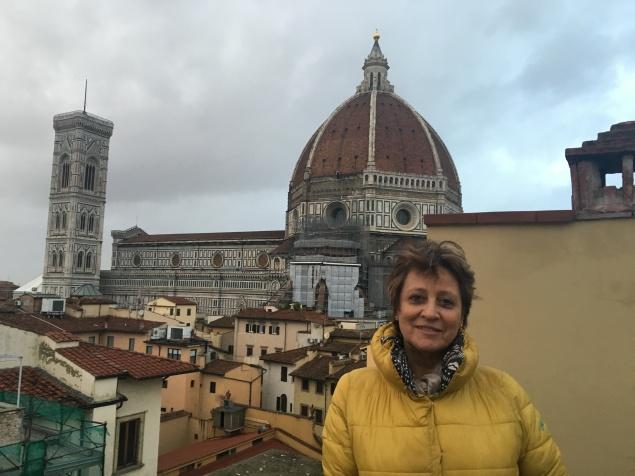 Manuela racconta sulla terrazza di casa sua al centro di Firenze.